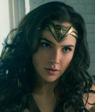 Wonderwoman-haedband-closeup-900